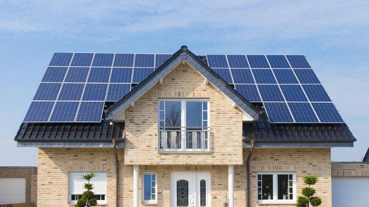 Kost batterijsystemen gekoppeld aan zonnepanelen daalt