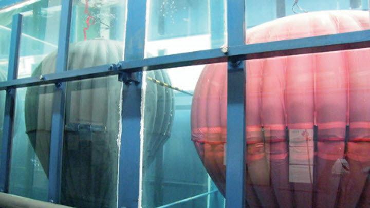 Energie uit windmolens opslaan in ballonnen onder water