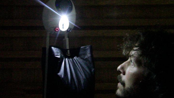 Mooie uitvinding: LED lampen die werken op zwaartekracht