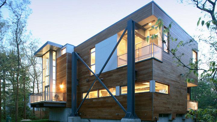 Mooi demo huis gebouwd uit afvalmaterialen