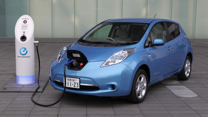 Levenscyclus elektrische voertuigen vergeleken met verbrandingsvoertuigen