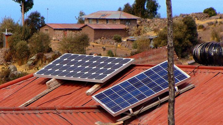 Peru voorziet gratis zonne-energie voor 2 miljoen armste inwoners