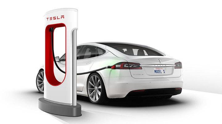 Tesla S: koop elektrische wagen en tank gratis