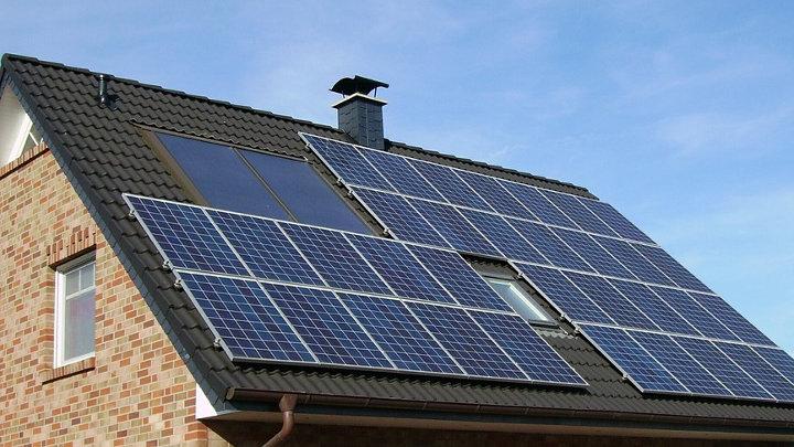Dakpannen Met Zonnepanelen : Zonnepanelen op het dak lelijk? niet met zonnepanelen in kleur